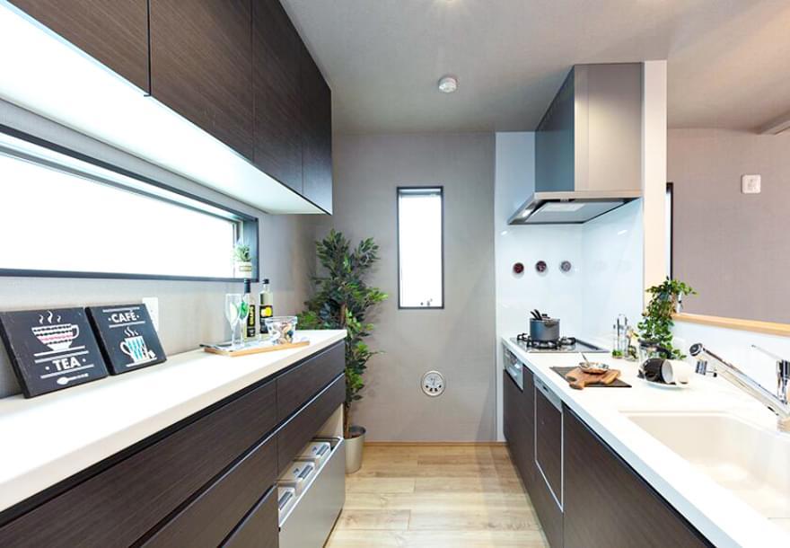 飽きのこない洗練されたデザインのキッチン